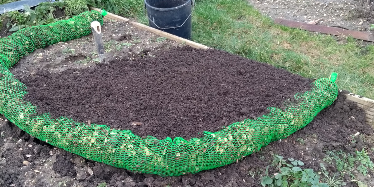 Allotment ideas & Designs – upcycling skipped construction materials ...